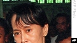 Aung San Suu Kyi Meets With Burmese Official