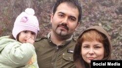 سهیل عربی، فعال مدنی زندانی در کنار همسر و فرزندش