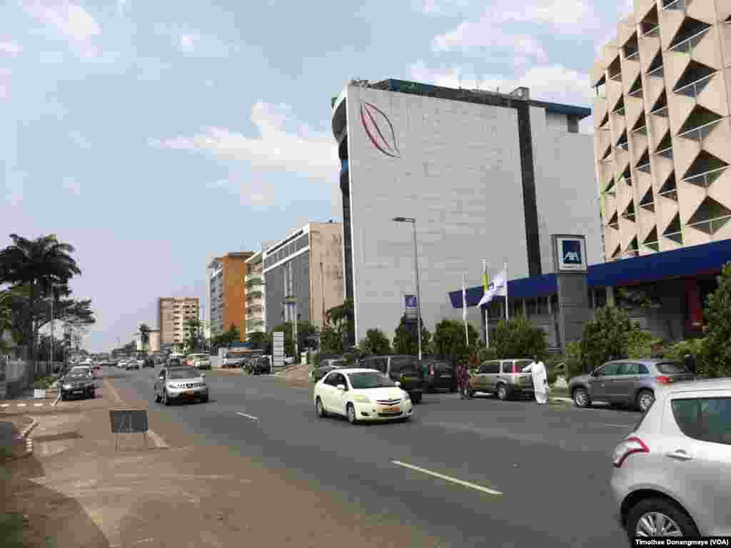 Boulevard de l'Indépendance à Libreville au Gabon, le janvier 2017. (VOA/Timothee Donangmaye)