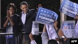 Prezident Barak Obama safdosh demokratlarni yoqlab, targ'ibot ishlariga zo'r bermoqda, ammo homiylarni jalb qilishda muxolifatning qo'li baland kelmoqda