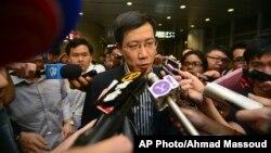 10일 말레이시아 쿠알라룸푸르 국제공항에서 여객기 실종 사고 공동조사단의 구오 샤오춘 단장이 기자들의 질문에 답하고 있다.