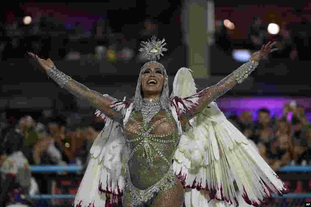 Gracianne Barbosa, rainha da bateria da União da Ilha. Sambódromo Rio de Janeiro, 24 fevereiro