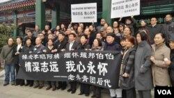 2017年3月17日,看似有组织的共青团悼念者参加李昭告别仪式。