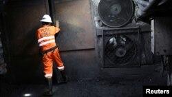 Un trabajador realiza labores en una mina en Coscuez, Colombia, el 11 de septiembre de 2019. Reuters.