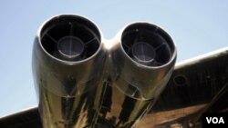 El control y la propulsión son provistos por motores de propulsión impulsados por combustibles de avión.