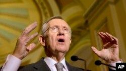 美国参议院多数党领袖里德(资料照片)