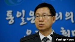 김의도 한국 통일부 대변인이 13일 정부서울청사에서 대북 현안에 관해 설명하고 있다.