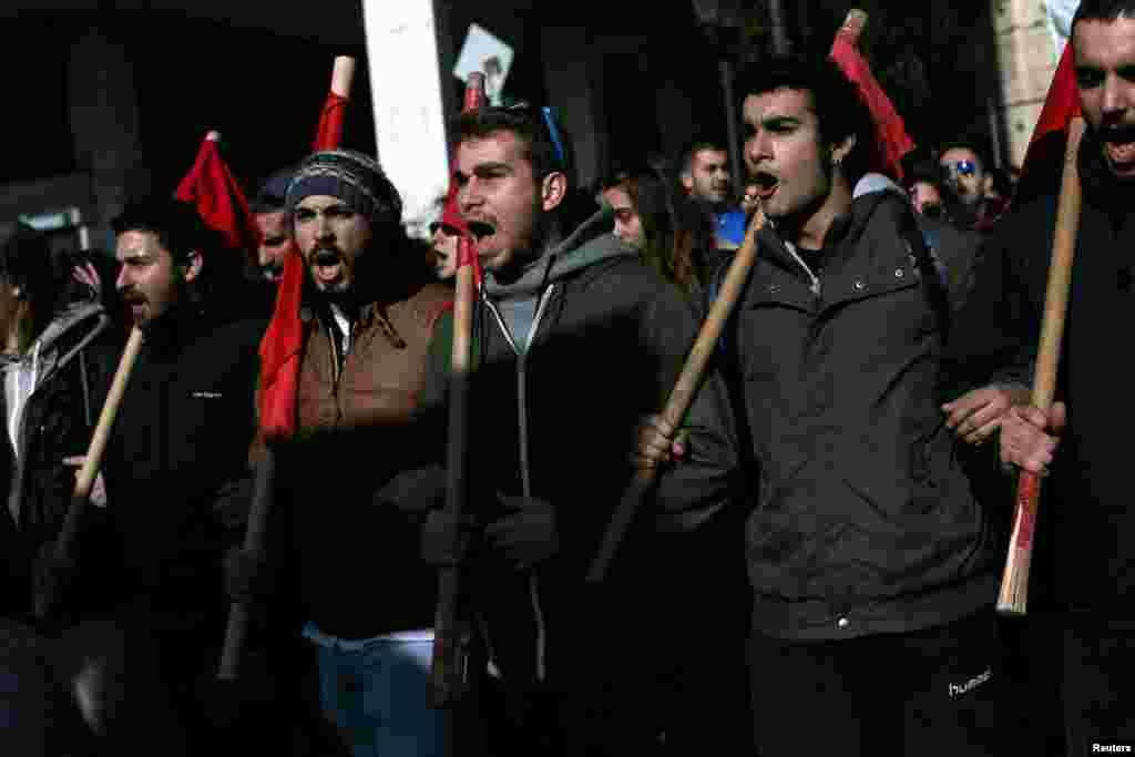 تظاهرات علیه اصلاحات در قوانین کار و مالیات در آتن، پایتخت یونان.
