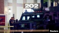 مشتبہ شخص کینٹ مور کیبنٹ کمپنی کا ملازم ہے جہاں اس نے فائرنگ کی۔