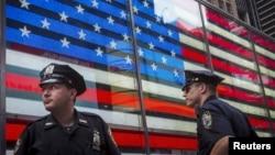 纽约时代广场上警察巡逻(2015年7月3日)