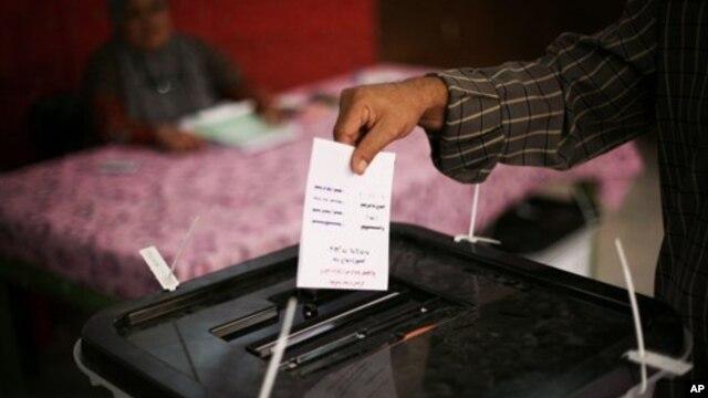 Ủy ban Bầu cử Ai Cập nói họ đang có trong tay những phiếu bị tranh chấp