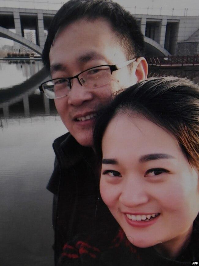 资料照:中国维权律师王全璋与妻子李文足在2015年2月的合影。