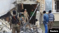 Pretraga ruševina u Idlibu posle današnjih vazdušnih napada