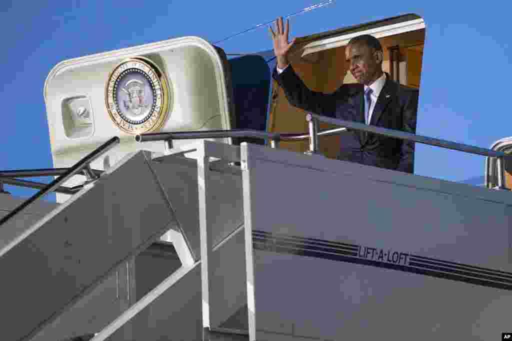 امریکہ کے صدر براک اوباما دو روزہ دورے پر جمعہ کو کینیا پہنچے۔