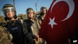 距离伊斯坦布尔不远的西利夫里城: 安全部队封堵通往法院的道路