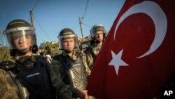 距離伊斯坦布爾不遠的西利夫里城: 安全部隊封堵通往法院的道路。