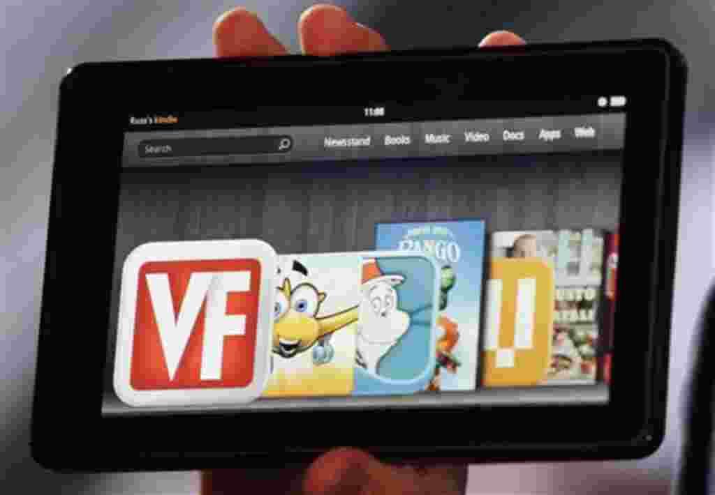 """El tablet """"Kindle Fire"""" de 17.78 cm y 146 onzas, se puede conectar a la web inalámbricamente, pero no tiene 3G."""