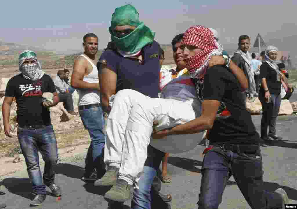 غزہ میں اسرائیل کی فضائی کارروائیاں اور حماس کی طرف سے اسرائیلی علاقوں میں راکٹ داغنے کا سلسلہ ہفتہ کو بھی جاری رہا۔