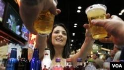"""Las llamadas """"cervezas de invierno"""" son generalmente más oscuras y un poco más alcohólica que la cerveza normal."""