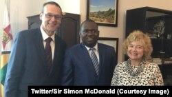 UMnu. uMnu Simon McDonald losowabo weZimbabwe uMnu. Sibusiso Moyo eHarare.