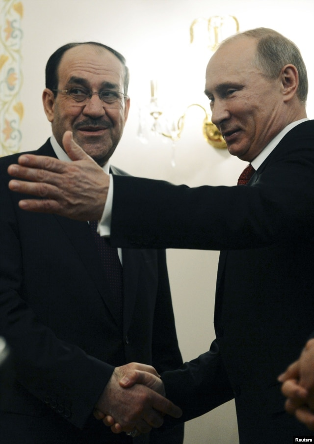 Russian President Vladimir Putin (R) welcomes Iraqi Prime Minister Nuri al-Maliki in his Novo-Ogaryovo residence outside Moscow, October 10, 2012.