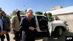 U.N. envoy to Yemen Martin Griffiths, center, arrives for a meeting with the President of the Huthi Revolutionary Committee, in the capital Sana'a, Nov. 24, 2018.