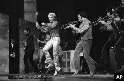 عکسی از یکی از کنسرت های «جانی هالیدی» در پاریس در ۱۹۶۷.