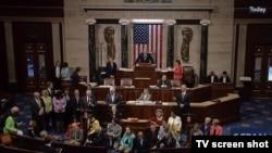 Anggota Partai Demokrat di DPR AS menuntut pemungutan suara terhadap perundang-undangan terkait kontrol kepemilikan senjata dengan melakukan protes duduk. (Foto: Screengrab dari C-SPAN).