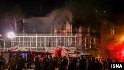 伊朗首都德黑蘭示威者1月4日襲擊放火了沙特大使館。