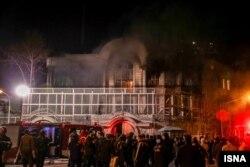 حمله نیروهای بسیجی به سفارت عربستان در تهران.
