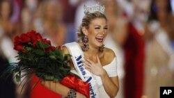 Hoa hậu New York Mallory Hytes Hagan vui mừng sau khi đăng quang Hoa Hậu Mỹ 2013 tại Las Vegas, ngày 12/1/2013.