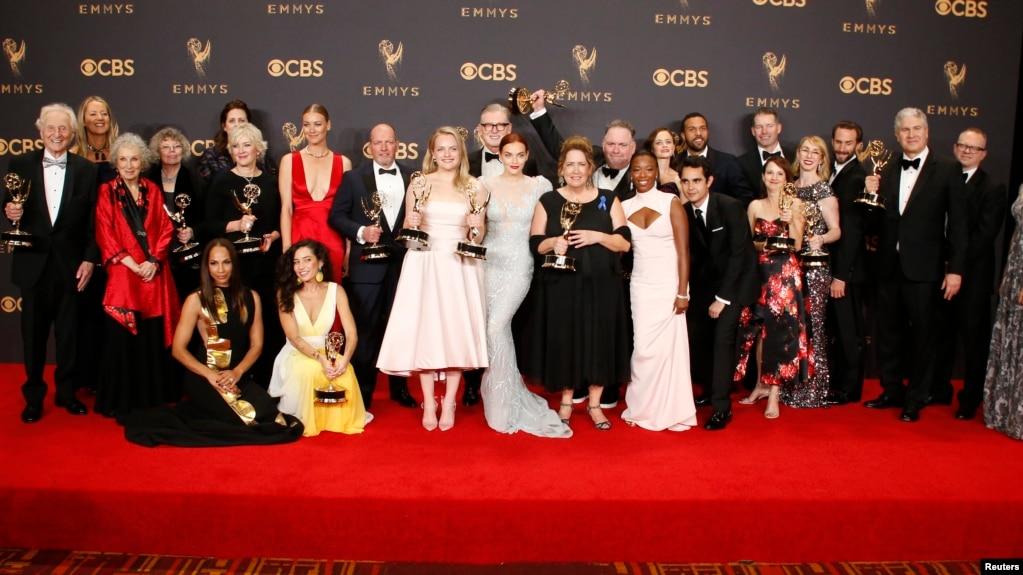 Resultado de imagem para emmy 2017 The Handmaid's Tale cast