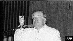 Андрей Вознесенский на Международной книжной ярмарке в Майами, 1990 г.