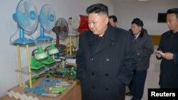 북한 김정은 국방위원회 제1위원장이 평양약전기계공장을 현지지도했다고, 지난 3일 조선중앙통신이 보도했다.