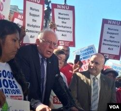 民主党总统参选人桑德斯在工人集会上讲话 (美国之音杨晨拍摄)