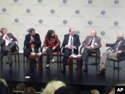 隨同尼克松到中國採訪的美國記者(從左到右:前華爾街日報記者、齊邁可、會議主持人--美國和平研究所執行副總、尼克松的scheduler日程秘書、前華盛頓郵報記者卡諾、前CBS記者卡爾布)