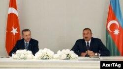 Azərbaycan prezidenti İlham Əliyev və Türkiyənin baş naziri Rəcəb Tayyib Ərdoğan