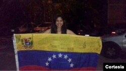 Sairam Rivas luego de ser liberada, tal como fue mostrada en la cuenta de Twitter del grupo estudiantil Estudiantes USM.