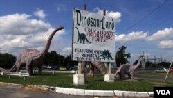 Dinosaur Land, salah satu obyek wisata tidak biasa di pinggir jalan di Amerika Serikat. (File: dok.)
