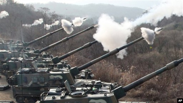 South Korean Army's K-9 self-propelled gun fire live rounds during the largest joint air and ground military exercises 20 miles from the Koreas' heavily fortified border, South Korea, Dec. 23, 2010.