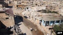 Các tòa nhà bị hư hại tại thị trấn Darat Azzah, phía tây của thành phố phía bắc Syria Aleppo, sau vụ đánh bom của lực lượng chính phủ, ngày 7/10/2015.