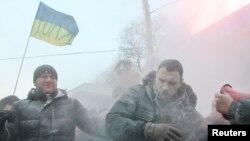Đụng độ giữa nguời biểu tình và cảnh sát Ukraina