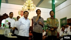 Jokowi dan Jusuf Kalla memberikan penjelasan usai pertemuan dengan Sultan Hamengkubuwono ke-10 di Yogyakarta (2/6).