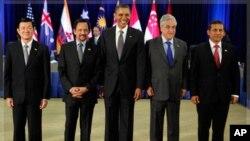 ہوائی: اپیک سربراہ اجلاس کے افتتاح کے موقعے پر صدر اوباما 'ٹرانس پیسیفک پارٹنرشپ' کے چند راہنماؤں کے ہمراہ