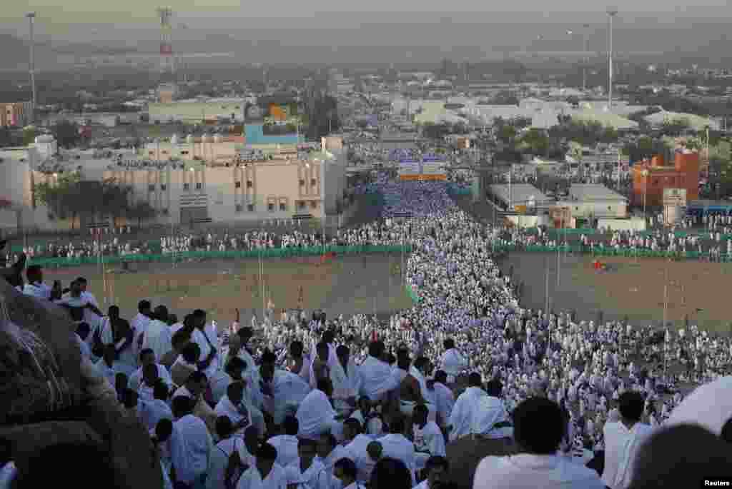 اس سال ایک لاکھ 43 ہزار کے لگ بھگ پاکستانی فریضہ ِحج کے لیے سعودی عرب پہنچے ہیں۔