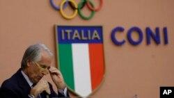 Le président du Comité olympique italien Giovanni Malago parle au cours d'une conférence de presse à Rome, 11 octobre 2016.