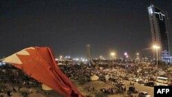 Cảnh sát chống bạo động xông vào quảng trường chính ở thủ đô Manama của Bahrain, đuổi hàng ngàn người biểu tình ra khỏi khu vực này