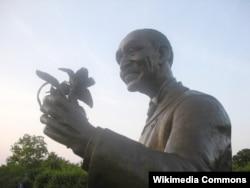 미주리 주 다이아몬드에 세워진 조지 워싱턴 카버 동상.