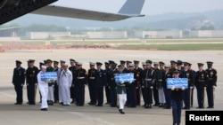 Lễ chuyển giao hài cốt tại Căn cứ Osan ở thành phố Pyeongtaek, Hàn Quốc, 27/7/2018.