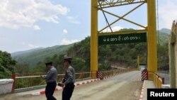 Pihak berwenang Myanmar meminta India untuk mengembalikan beberapa petugas polisinya yang melarikan diri ke wilayah tersebut. Ilustrasi. (Foto: Reuters)